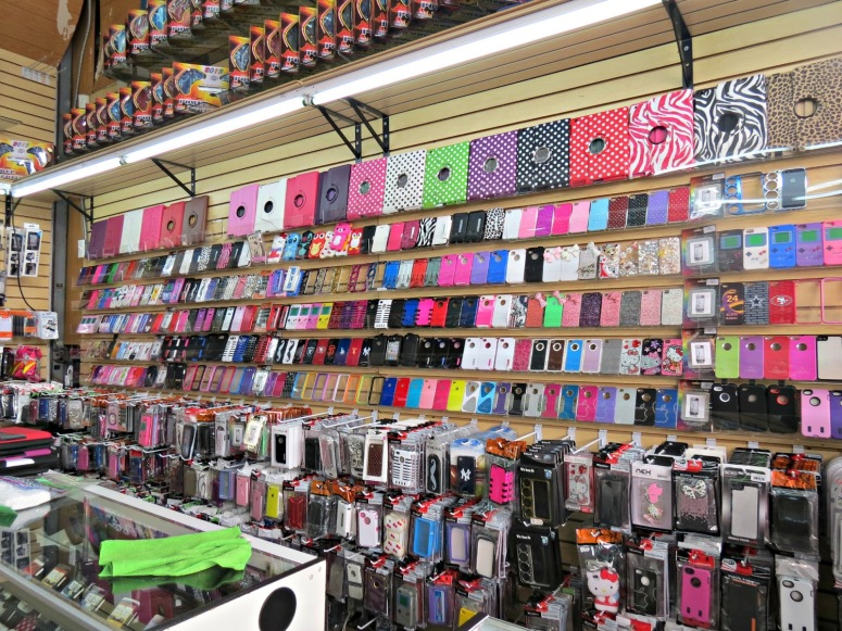 trendy-accessories-for-cell-phones